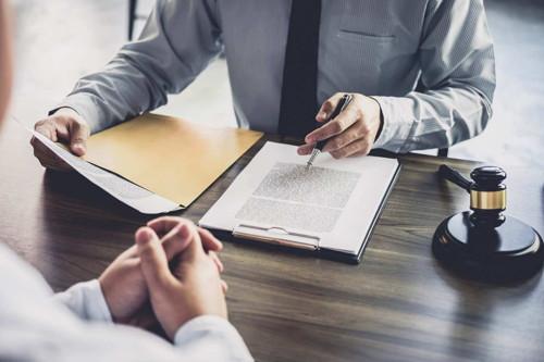juez y conocimientos de derecho